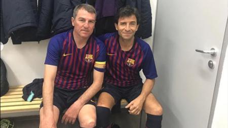 Luis Milla saat mengenakan jersey Barcelona dalam pertandingan amal. - INDOSPORT