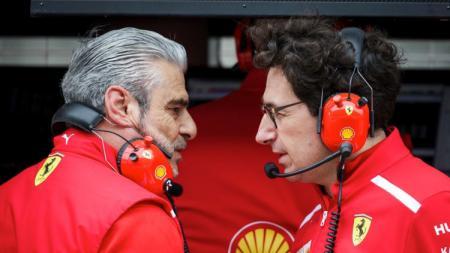 Maurizio Arrivabene (kiri) dan Mattia Binotto berencana melakukan sejumlah perubahan di mobil Ferrari jelang GP Prancis 2019. - INDOSPORT