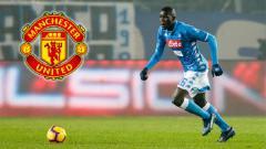 Indosport - Kalidou Koulibaly masuk dalam radar transfer Manchester United
