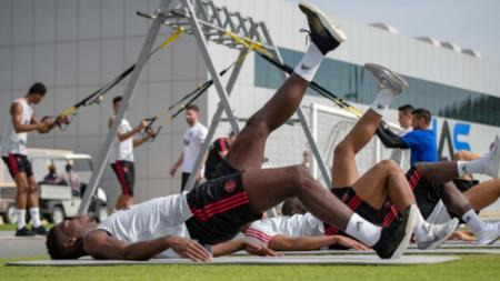 Pemain Manchester United sedang menjalani latihan di Dubai. - INDOSPORT