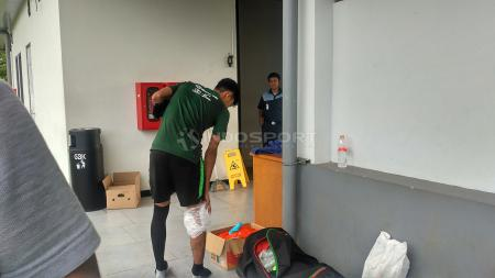 Salah satu pemain Timnas Indonesia U-22, Hilman Syah dilaporkan mengalami cedera pada pemudatan latihan, di hari ketiga, Rabu (09/01/19) di Lapangan ABC Senayan, Jakarta. - INDOSPORT