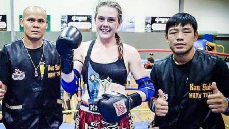 Lindsay (tengah) tewas setelah bekerja keras menurunkan berat badannya - INDOSPORT