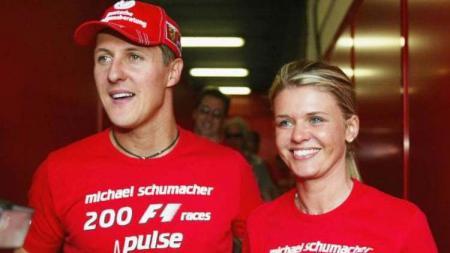 Corinna, istri legenda F1, Michael Schumacher, buka suara soal anggapan yang selama ini menyebutnya menyembunyikan kondisi sang suami. - INDOSPORT