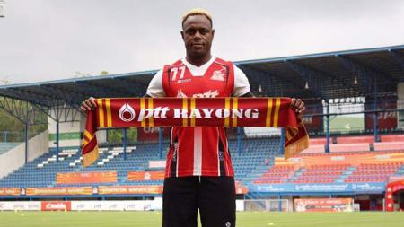 Victor Igbonefo resmi gabung PTT Rayong FC. - INDOSPORT