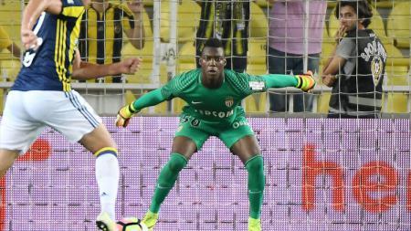 Kiper AS Monaco Loic Badiashile. - INDOSPORT