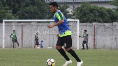 Indosport - Salah satu punggawa Persela Lamongan, Novan Setya Sasongko menyambut bahagia keputusan PSSI dan PT LIB yang kembali melanjutkan Liga 1 2020.