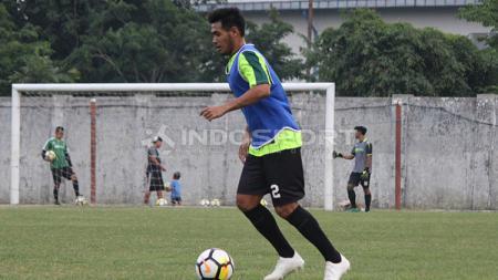 Novan Sasongko pemain baru Persebaya Surabaya sudah ikut latihan di Lapangan Jenggolo, Sidoarjo. Kamis (10/1/19). - INDOSPORT