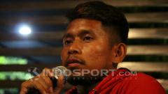 Indosport - Andik Vermansah berdialog dengan Bonek