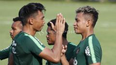 Indosport - Osvaldo Haay (kanan) dan Bagas Adi terlihat akrab usai melakukan latihan.
