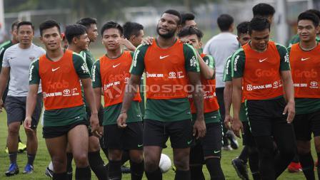 Senyum dan keakraban para pemain Timnas U-22 di sela-sela latihan.