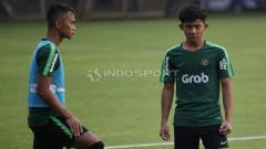 Indosport - Firza Andika (kanan) bersama Dallen Ramadhan.