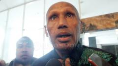 Indosport - Ketua Umum Persipura Jayapura, Benhur Tomi Mano