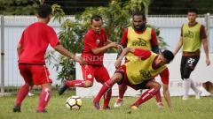 Indosport - Suasana latihan pemain Persija Jakarta.