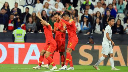 Pemain China Lakukan Selebrasi usai Membobol Gawang Filipina di Piala Asia 2019 - INDOSPORT