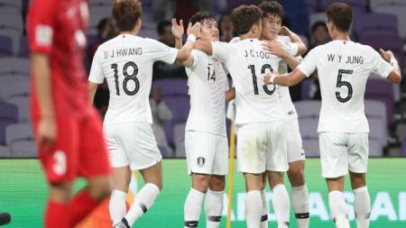 Pemain Korea Selatan Merayakan Golnya di Piala Asia 2019 - INDOSPORT