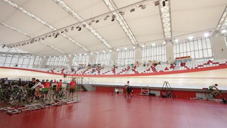 Hall yang mampu menampung 3.500 penonton ini disebut sebagai velodrome yang mempunyai desain mewah dan futuristik.