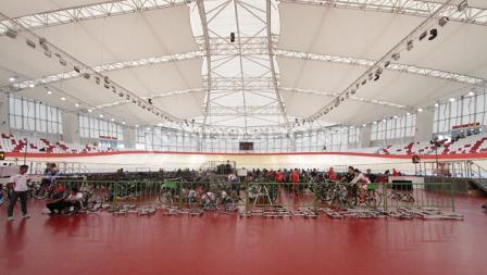 JIV sendiri dibangun dalam waktu dua tahun dan selesai  pada tahun 2015 sebagai salah satu persiapan venue untuk Asian Games 2018.