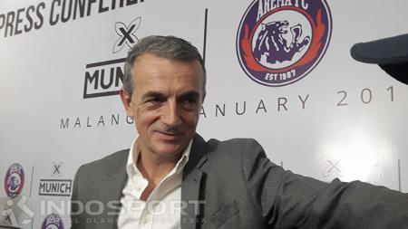 Milomir Seslija, pelatih kepala Arema FC. - INDOSPORT