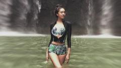 Indosport - Berenang Bareng kekasihnya, Penampilan Seksi Anya Geraldine Bikin Salah Fokus