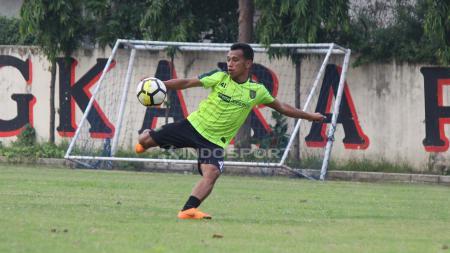 Pemain Persebaya Surabaya, Irfan Jaya saat mengikuti latihan bersama timnya. - INDOSPORT