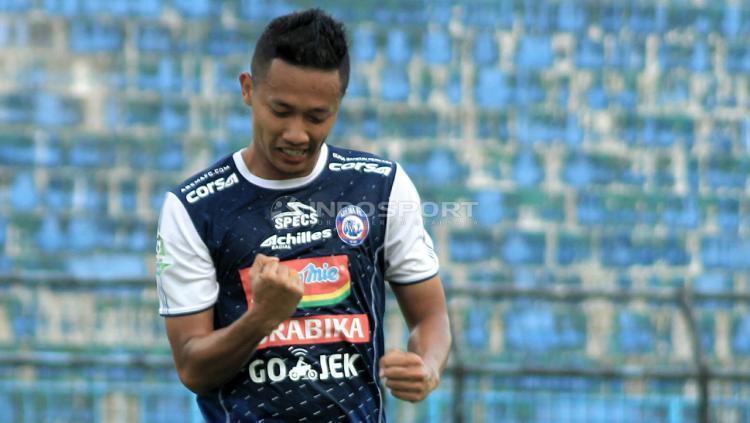 Salah satu aksi Dendi Santoso bersama Arema FC Copyright: Ian Setiawan/Indosport.com