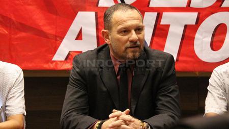 Dejan Antonic diperkenalkan Madura United sebagai pelatih baru Madura - INDOSPORT