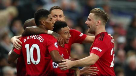 Selebrasi Marcus Rashford dan rekan setim Manchester United usai cetak gol ke gawang Tottenham Hotspur. - INDOSPORT