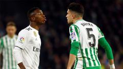 Indosport - Laga Real Betis vs Real Madrid diwarnai insiden yang melibatkan Marc Bartra dan Vinicius Jr.