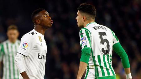 Laga Real Betis vs Real Madrid diwarnai insiden yang melibatkan Marc Bartra dan Vinicius Jr. - INDOSPORT