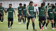 Indosport - Para pemain Timnas Indonesia U-22 usai melakukan latihan.