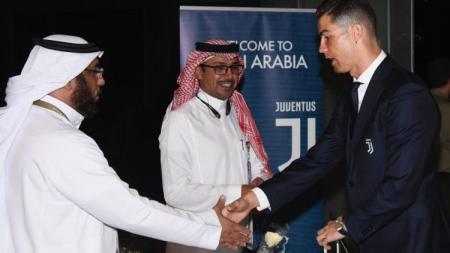 Pemain Juventus, Cristiano Ronaldo baru tiba di Arab Saudi untuk laga kontra AC Milan. - INDOSPORT