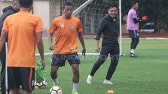 Indosport - Suasana Seto Nurdiantoro latihan  bersama PSS Sleman.