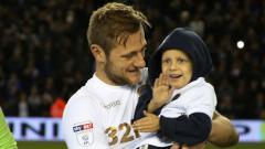 Indosport - Liam Cooper dan Fan Leeds United