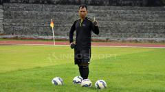 Indosport - Mantan kiper Timnas Indonesia, I Komang Putra yang ditunjuk sebagai pelatih kiper PSIS Semarang.