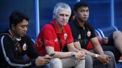 Indosport - Pelatih Ivan Kolev melihat latihan perdana bersama Persija Jakarta.