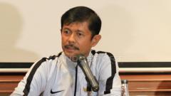 Indosport - Pelatih Timnas Indonesia U-22, Indra Sjafri dalam jumpa pers.