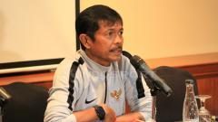 Indosport - Pelatih timnas U-22 Indonesia, Indra Sjafri dalam jumpa pers.