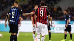 Indosport - Striker Inter Milan, Mauro Icardi (kiri) dan Gonzalo Higuain, striker AC Milan.