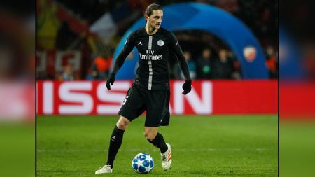 Adrien Rabiot, gelandang tengah PSG, makin dekat dengan Juventus setelah menolak tawaran Manchester United. - INDOSPORT