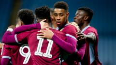 Indosport - Jacob Ramsey tanda tangani kontrak di Aston Villa.