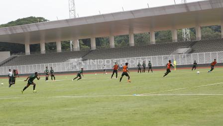 Suasana latihan Timnas U-22 hari ini di Stadion Madya Senayan.