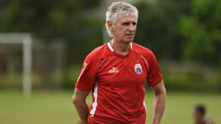 Pelatih Persija Jakarta, Ivan Kolev. - INDOSPORT