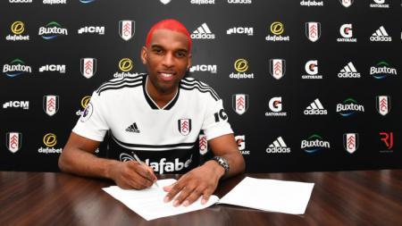 Ryan Babel kini berseragam Fulham. - INDOSPORT