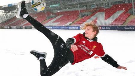 Wonderkid asal Norwegia, Isk Hansen-Aaroen, saat mengenakan jersey Liverpool. - INDOSPORT