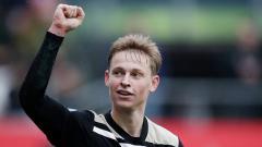 Indosport - Frenkie De Jong, gelandang serang muda milik Ajax Amsterdam yang akan pindah ke Barcelona musim panas nanti.