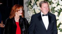 Indosport - Harry Redknapp bersama sang istri, Sandra.
