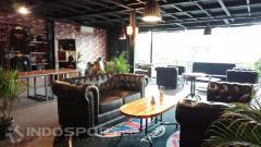 Indosport - Tampak dalam No Boundary Cafe.