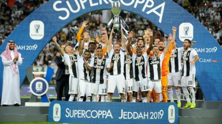 Skuat Juventus saat menjuarai Supercoppa Italiana dengan mengalahkan AC Milan, Kamis (17/01/19) dini hari tadi. - INDOSPORT