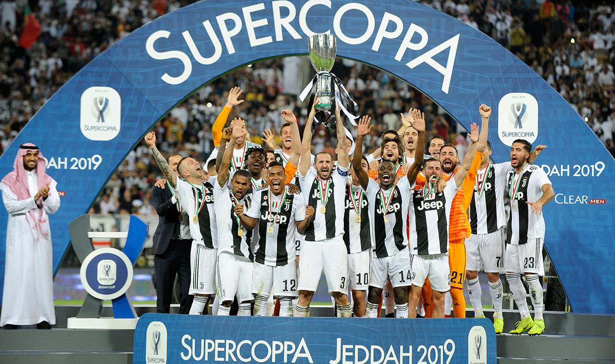 kemeriahan Juventus menjadi juara Supercoppa Italiana setelaha memenangkan laga melawan AC Milan dengan skor 1-0 di King Abdullah Sports City pada (16/01/19) di Jeddah, Arab Saudi. Copyright: INDOSPORT