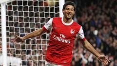 Indosport - Carlos Vela saat membela Arsenal.